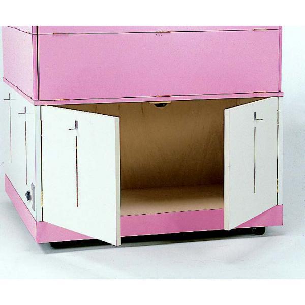 ストックスペース棚板を外し、持ち出しカウンターを上げるとストックスペースが出現。前後2ヶ所より使用可能です。