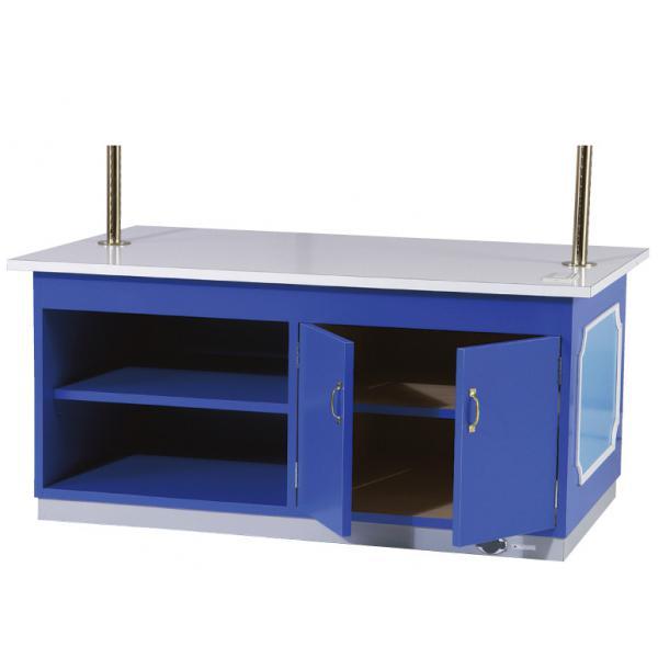 ストックスペース画像ストックスペースは、オープン棚式と観音扉式の2分割仕様となっております。オープン棚には、紙袋やラッピングを保管して、扉棚には事務用品などの小物を保管することが可能です。また、棚板は双方とも3段階の調整ができます。