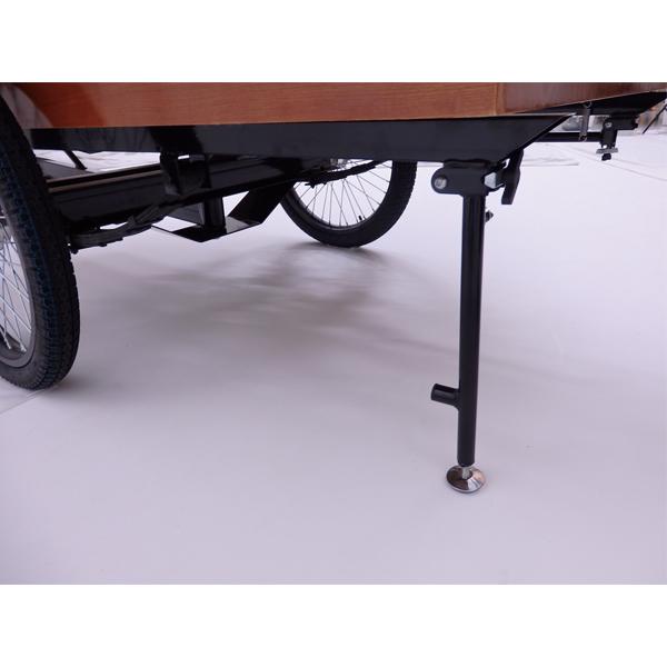 固定スタンド片側に傾かないようにワゴンを固定します。左右一対にてご使用下さい。