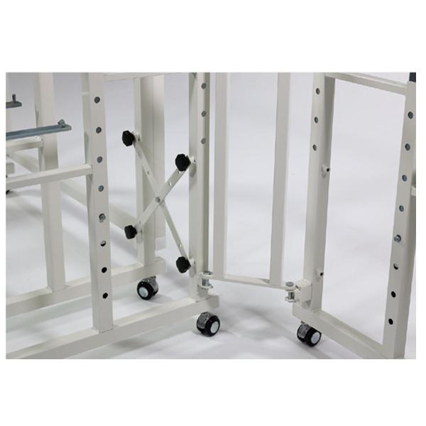 ST14Cには転倒防止用として連結ブレースパーツが付属しております。隣り合うフレームを連結することで、本体の転倒を防ぎます。