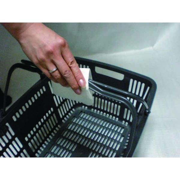 ティッシュやゴミ箱を合わせて設置することで、ショッピングかごなどの清拭除菌にも対応できます。